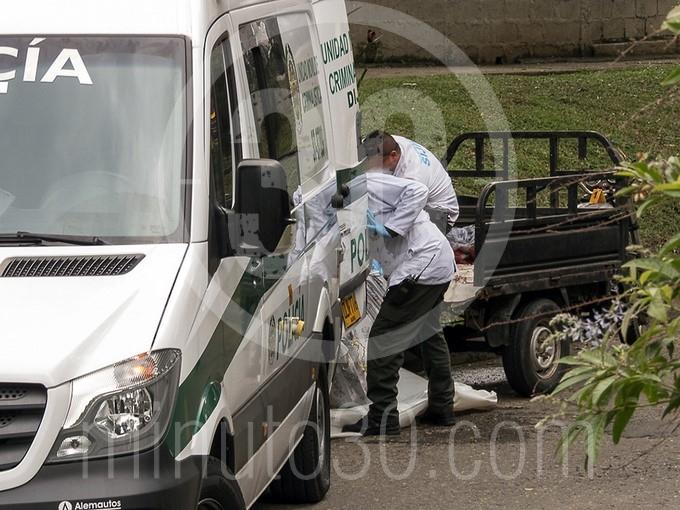 en fotos y video estaba decapitado el cuerpo que hallaron en un motocarro en bello1572