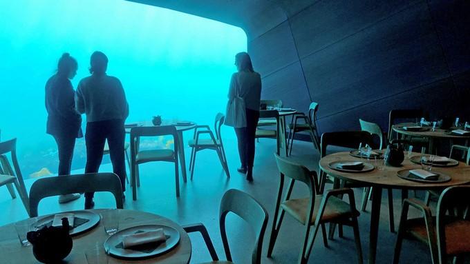 under restaurante submarino