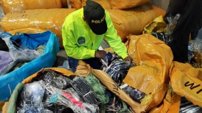 Incautacion de cargamento de contrabando en Medellin Copiar
