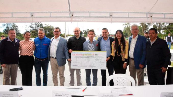 Gracias al Convenio interadministrativo entre la Gobernación, la ANI y la alcaldía de Rionegro, con una inversión de $120 mil millones se construirán 14 kilómetros de doble calzada en Rionegro.