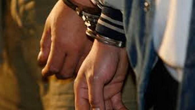 aprhendidos capturados esposados