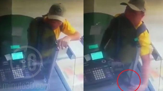 Vendedor de bolsas roba un celular en Medellin