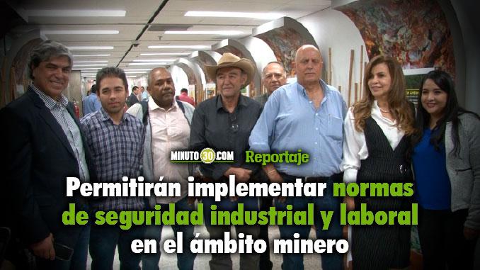 Gobernacion de Antioquia entrego 8 contratos de concesion minera para promover la formalizacion de los pequenos mineros