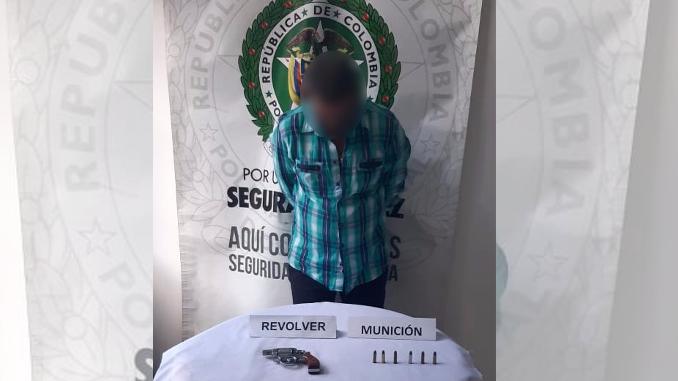 Sujeto capturado con un arma en Medellin