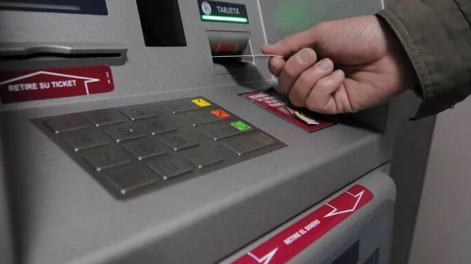 Retiro en cajero electronica robos imagenes ilustrativas