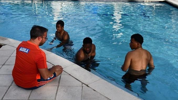 Seleccion Colombia en trabajos de recuperacion en piscina Copiar