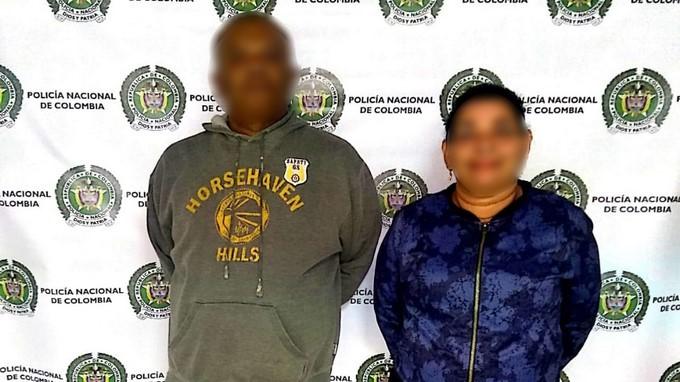 hombre y mujer robaron a los psajeros de un bus