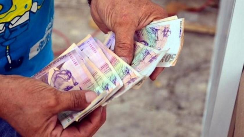 billetes dinero pesos
