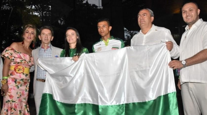 Gobernador de Antioquia hace entrega de la bandera a delegacion de los Juegos Nacionales