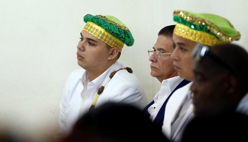 Varios babalawos cubanos