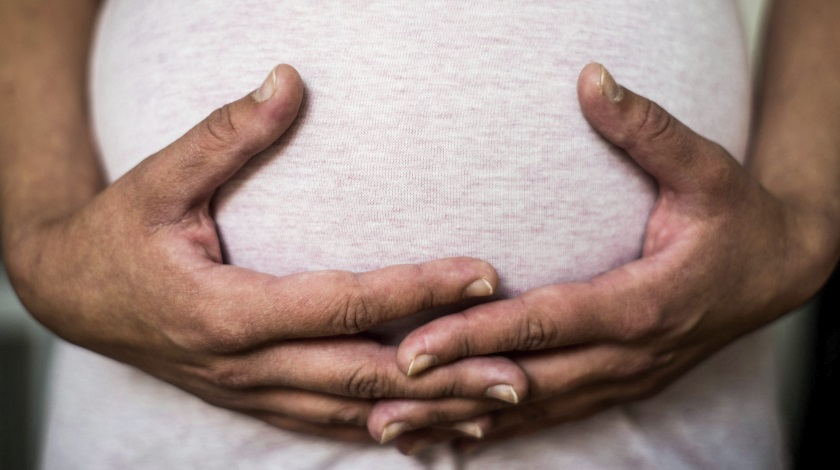 Hombre abrió el vientre de su esposa