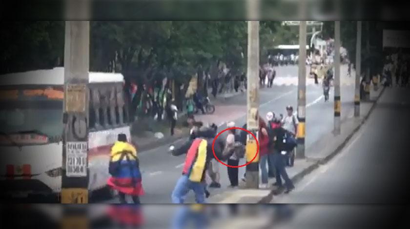 Encapuchados lazan pidra contra bus 26 02 2020