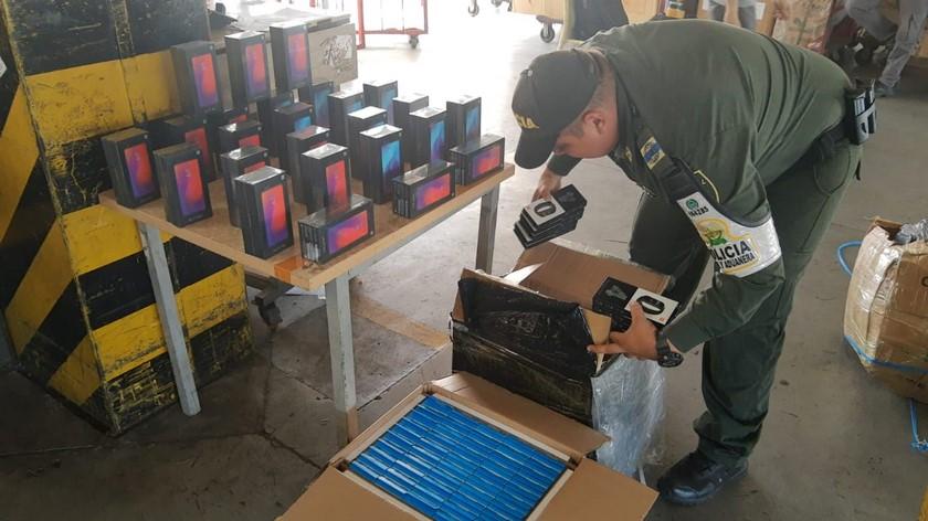 Incautan mercancia de contrabando en Medellin