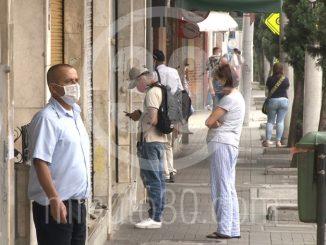 Personas con tapabocas coronavirus covid ciudadanos peatones cuarentena aislamiento2