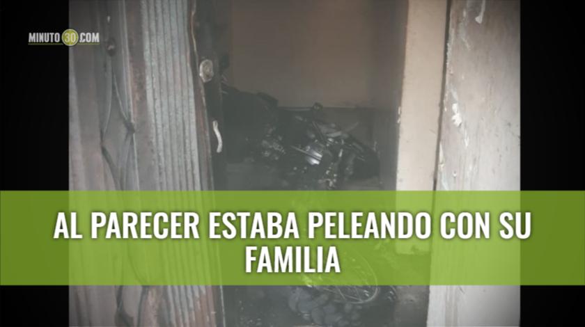 moto incinerada en una casa
