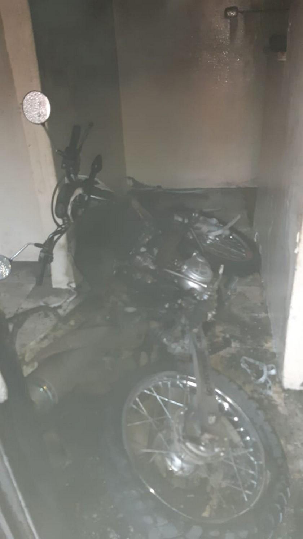 moto incinerada en una vivienda 1