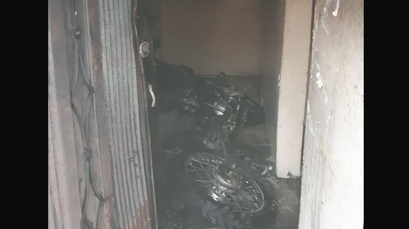 moto incinerada en una vivienda 2