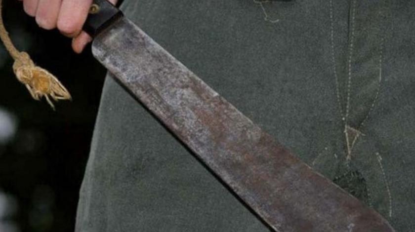 pelea de una pareja a cuchillo y machete