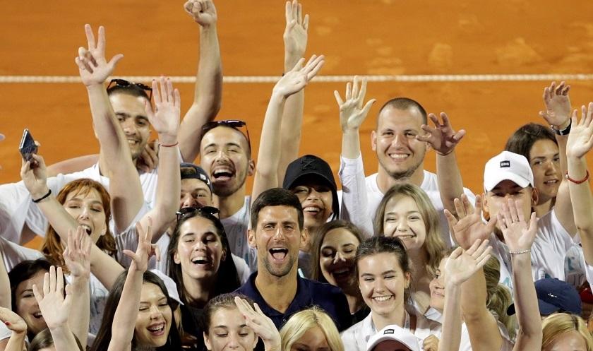 Djokovic- infectado de COVID-19, pide perdón