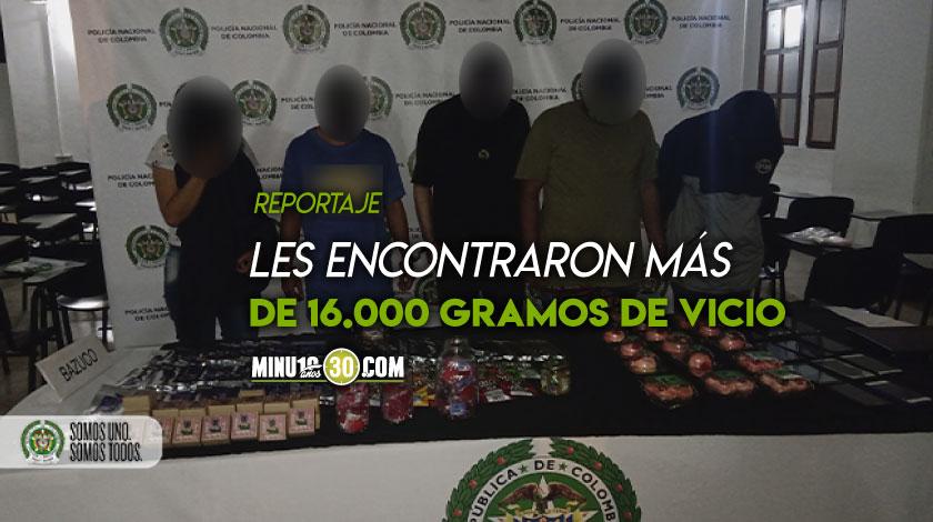 Como los ve Cogieron a cinco estudiantes que rellenaban chocolates y dulces con marihuana en El Chagualo