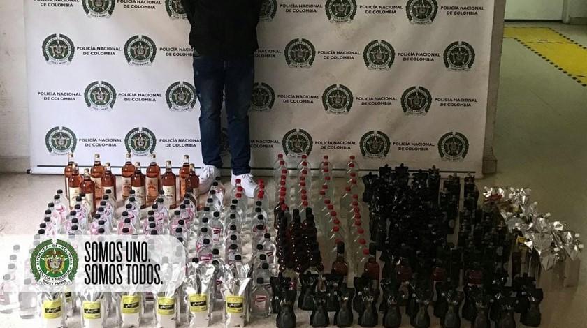 Hombre y licor incautados en Santa Cruz