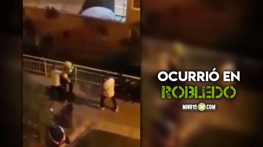 Conchudos Va la policia a acabar la fiesta en plena pandemia y los reciben a puno y pata