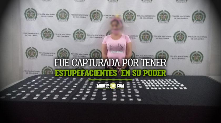 En pleno Centro de Medellin agarraron a una pelada venezolana con 150 dosis de cocaina
