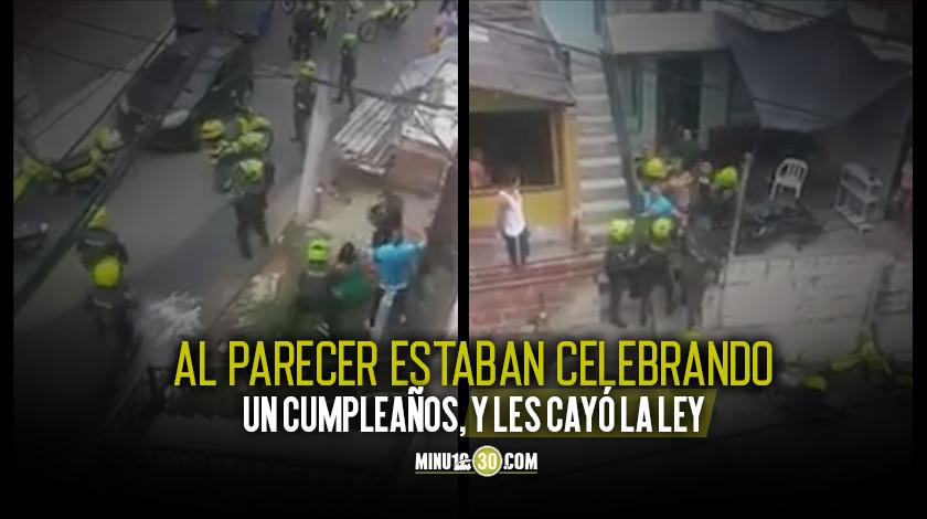 Videos Volaron botellas y piedras contra polic%C3%ADas en Villa del Socorro en medio de una asonada