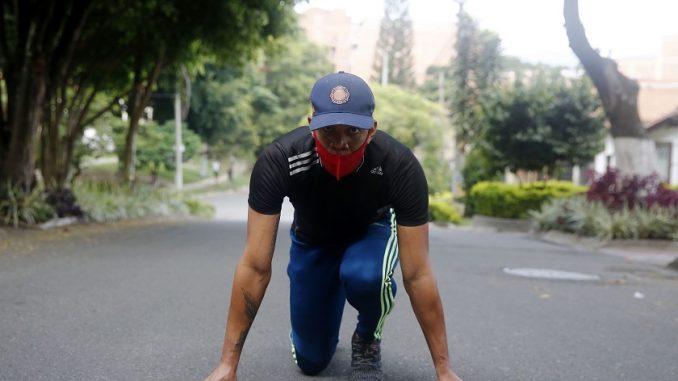 Las calles se convierten en la pista de entrenamiento de atletas colombianos