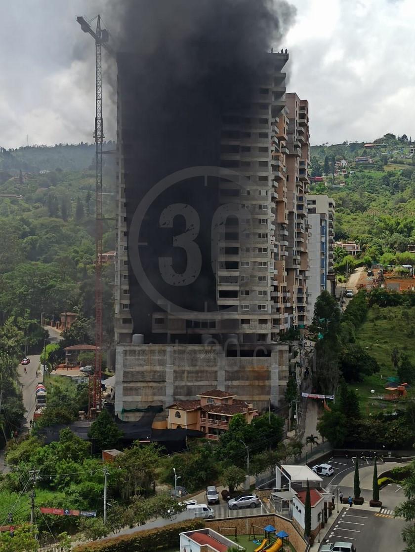 incendio en obra de sabaneta 13 08 2020 3