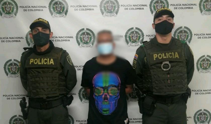 Lo cogieron amenazando con arma de fuego a su propia familia en Medellín