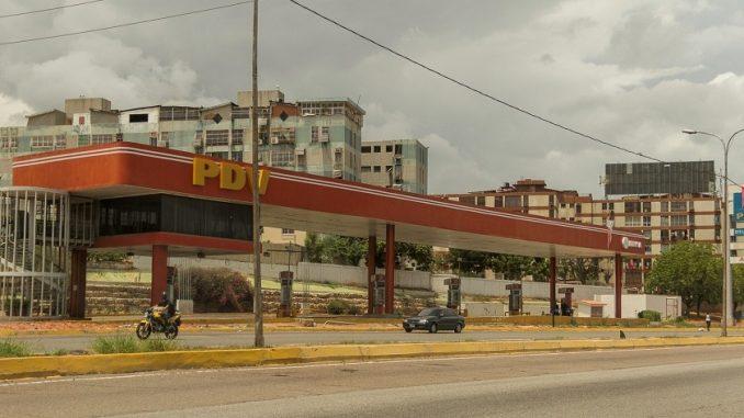 Venezuela, donde la vida pasa esperando gasolina