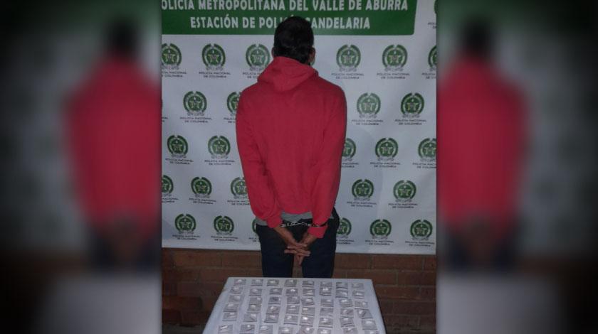 Que monton de vicio Cogieron a este senor en Medellin con varias papeletas de coca