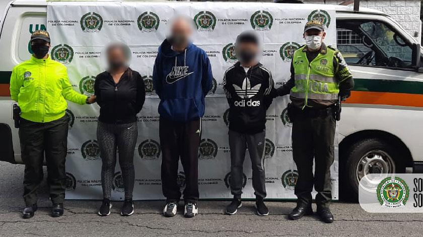 autoridades cogieron a tres personas que falsificaban documentos en Medellin