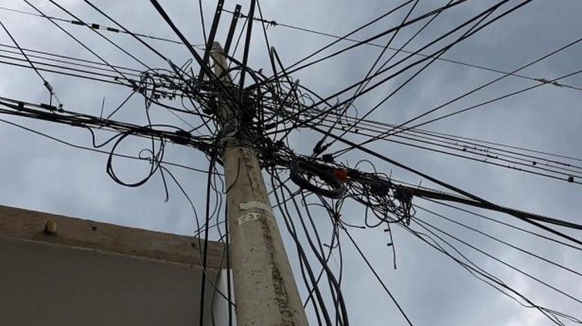 cables poste de luz