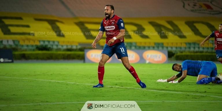 Maatias Mier celebra gol