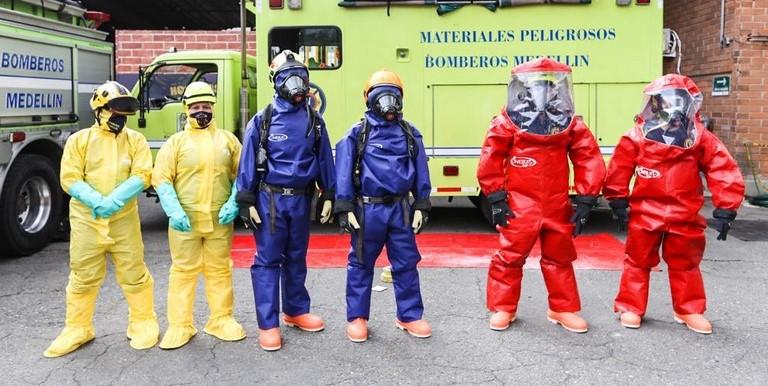 Bomberos Medellín estrenan trajes