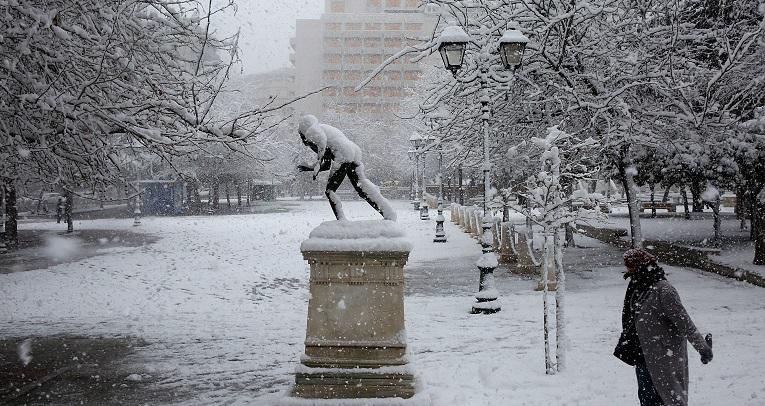 Medea sigue azotando Grecia con nieve en Atenas y parón en la vacunación