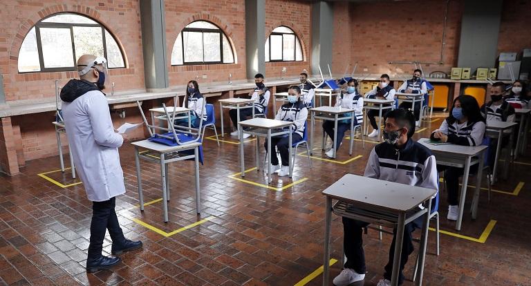 reabre Bogotá sus colegios públicos en pandemia