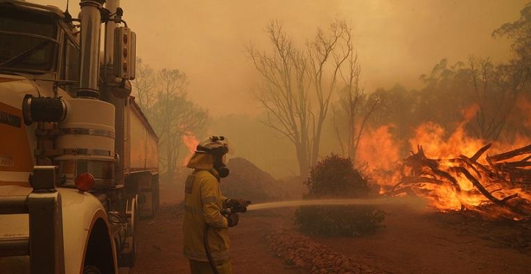 un incendio forestal amenaza las afueras de la ciudad de Perth