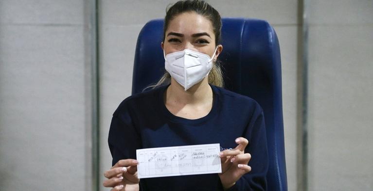 Jina Marcela Cataño, la primera persona vacunada contra la covid en Sabaneta