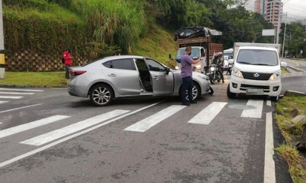 Por accidente de tránsito hay 'taco' por la Loma de Chuscalito