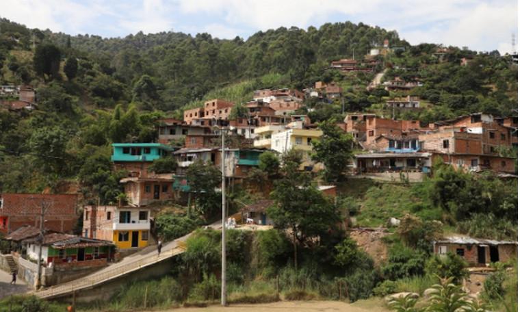 Alcaldía de Medellín adelanta proyecto de alcantarillado que beneficiará a 1.550 familias