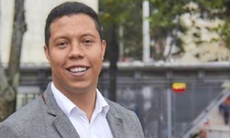 Concejal Luis Colmenares critica a la Alcaldia de Bogota por gastar dos millones en un par de audifonos de Apple