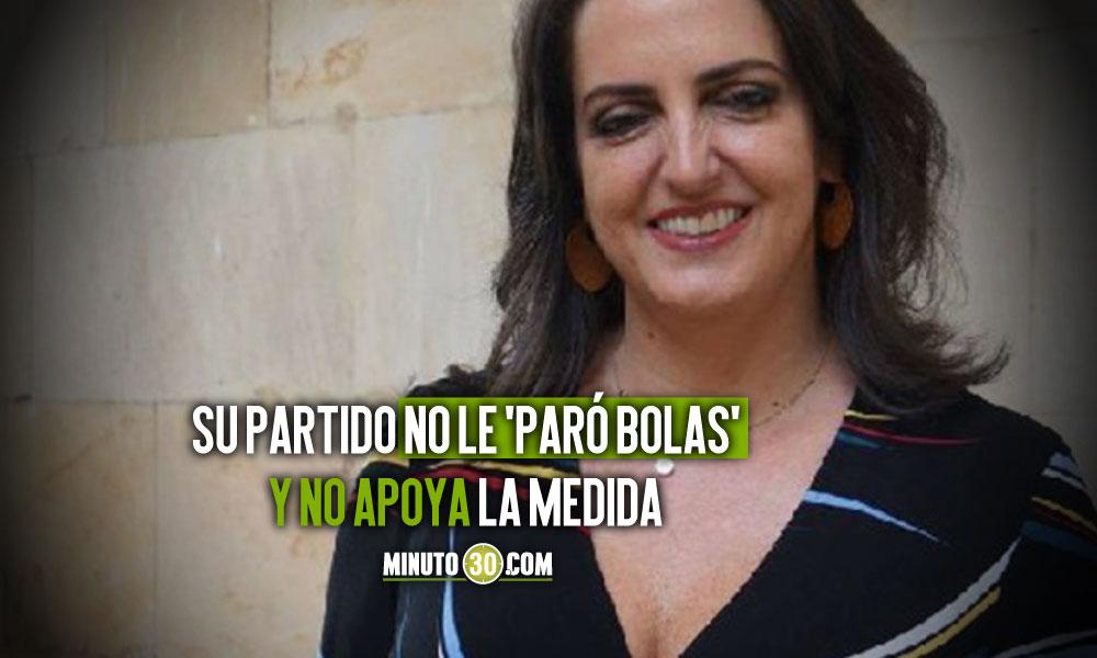 Maria Fernanda Cabal propone el porte de armas pero dice que no seria capaz de tener una