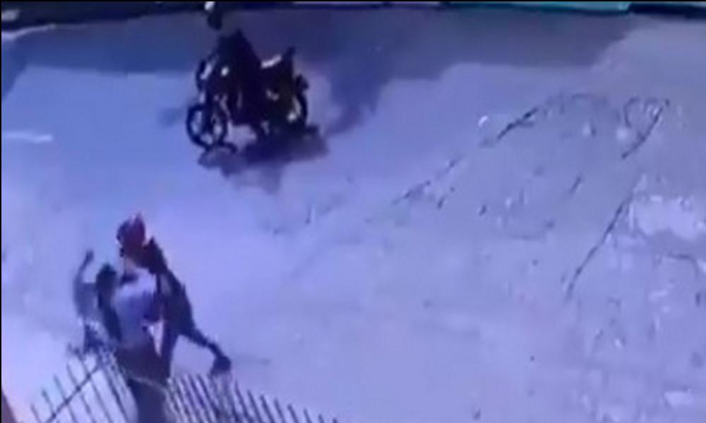 Video: Motociclistas robaron a una mujer en La Floresta