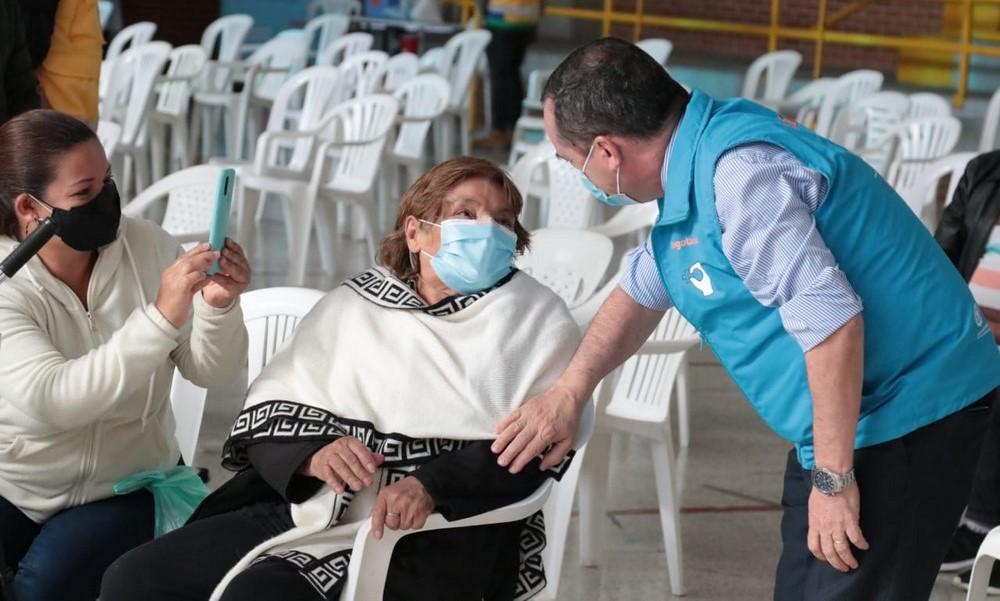 Bogotá empezó vacunación Covid en mayores de 80