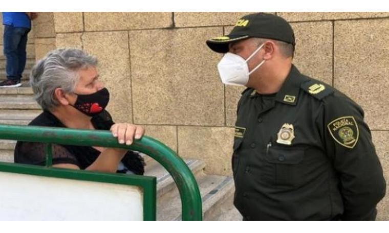 ¡No caiga en la trampa! Policía advierte que estafadores continúan ofreciendo la vacuna contra el Covid por dinero
