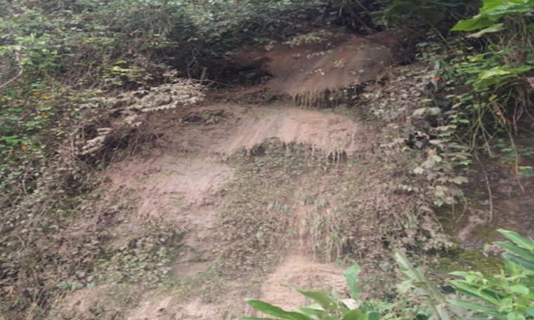 Autoridades recomiendan a conductores tener precaución tras deslizamiento de tierra en Manizales
