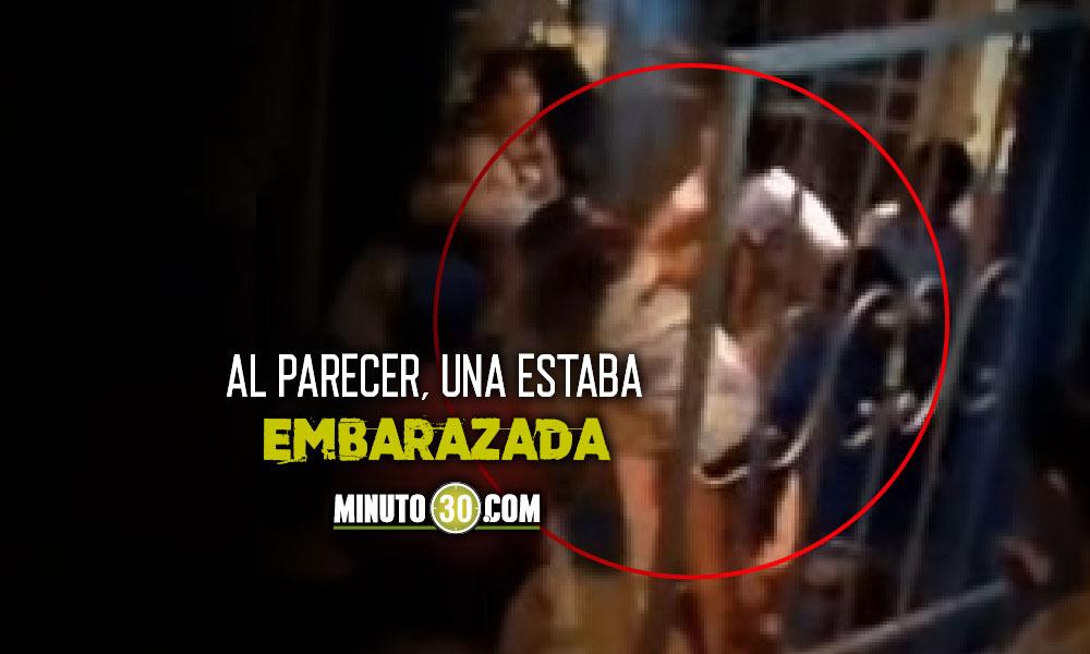Mujeres pelean en Medellín por 2 mil pesos